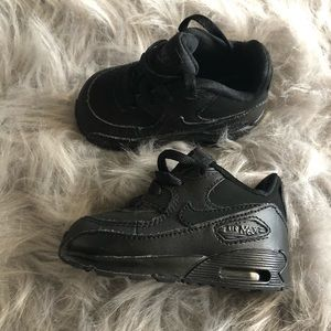 Infant air maxes size 4